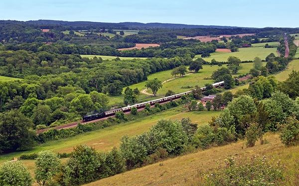 Murder Mystery Lunch on Belmond British Pullman for Two Dreamdays Experience 2