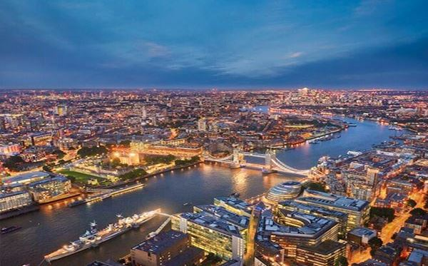 The View from The Shard with 3 Course Michelin Dining and Bubbles for Two Dreamdays Experience 3