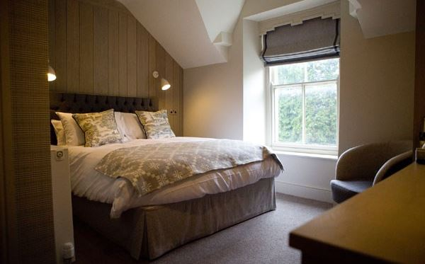 Two Night Stay at The Saracens Head Hotel with 2 Course Dinner for Two Dreamdays Experience 2
